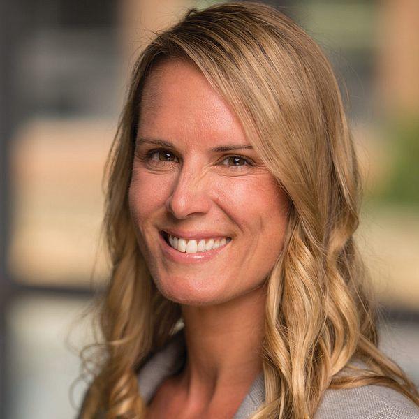 Headshot of Rachel Hirschey