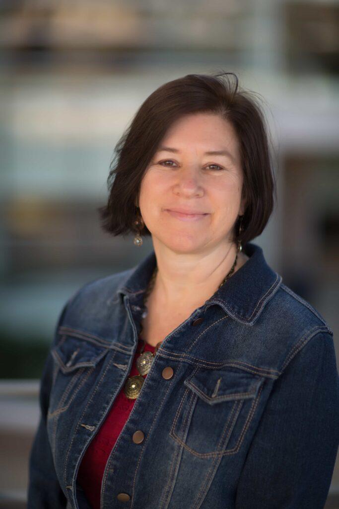 Headshot of Leslie Schreiner